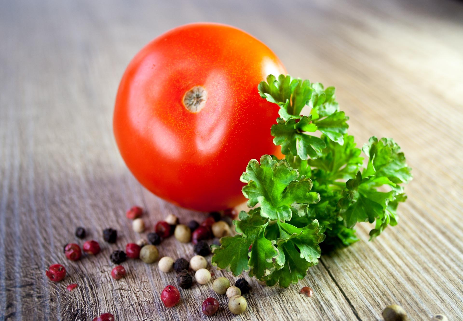 tomato-663097_1920