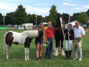 (c)pro agro_Erstplatzierte mit Vorstandsvorsitzendem Manfred Memmert, Vorstandsmitglied Dr. Ralf Ruhnau und den Vorführerinnen