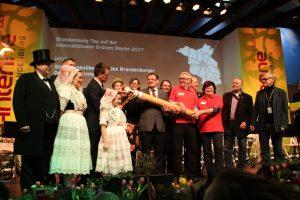 Staffelstabübergabe: Beerfelde 2016 - Raddusch 2017