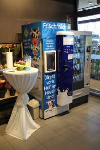 Milch-Automat im EDEKA Kelz in Kremmen
